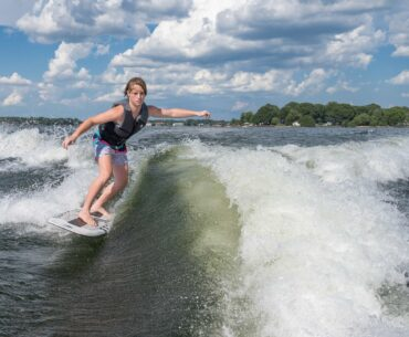 Differences Between Surfboard and Wakesurf