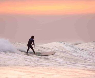 How Much does a Surfboard Weight? The Complete Chart for Shortboards and Longboard
